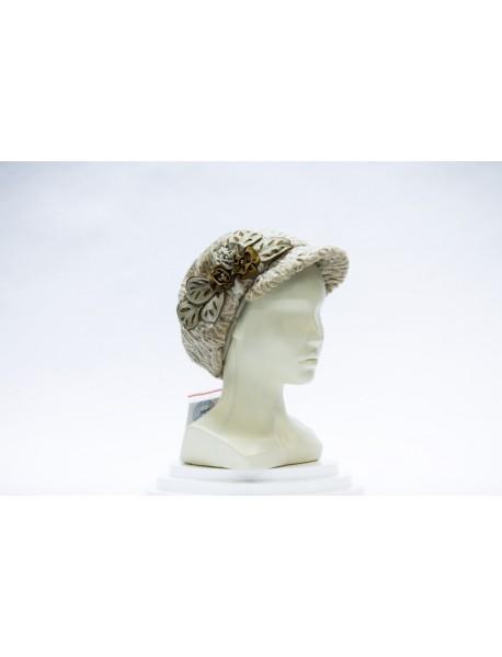 Женская шапка из каракуля